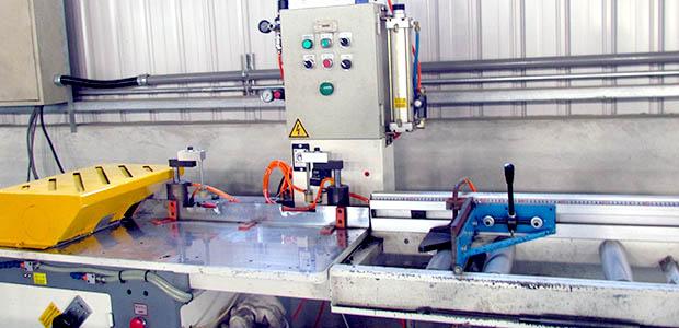 Single pole 45 degrees of inclined cutting macine